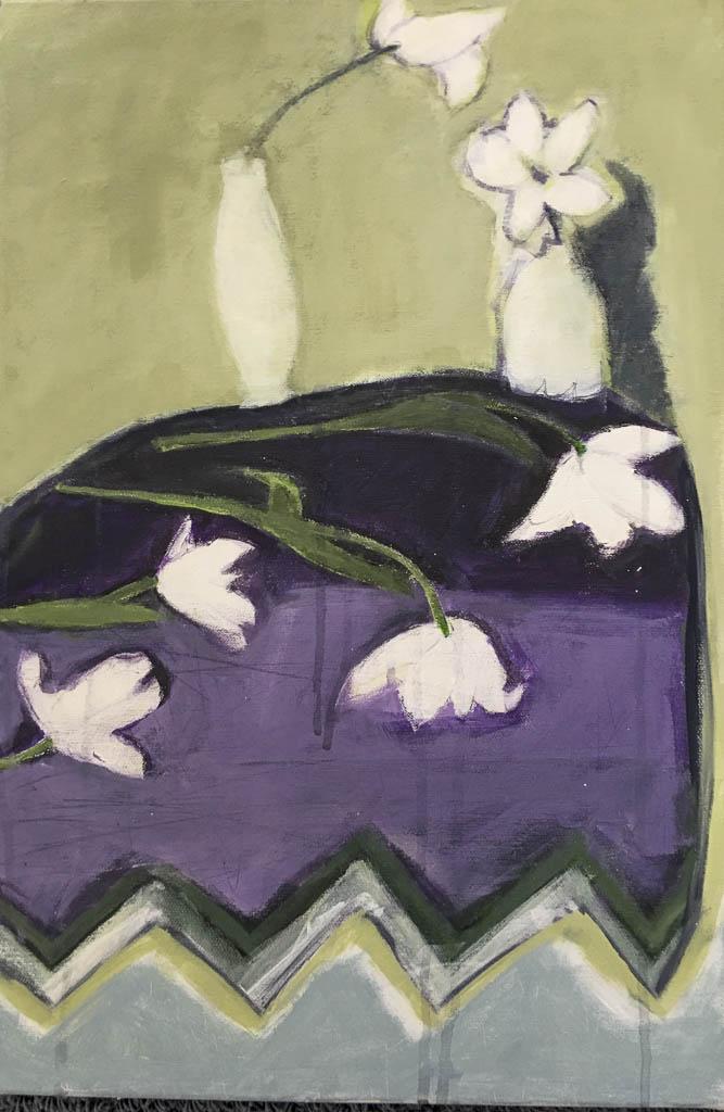 Bild Tisch mit zwei Vasen und weissen Tulpen